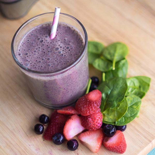 Berry Spinach Yogurt Smoothie
